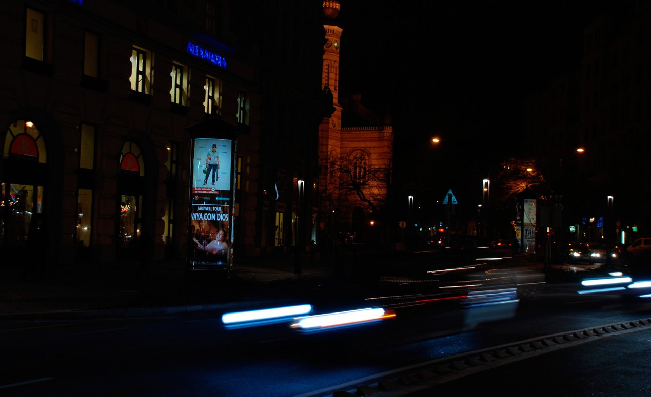 Belsővilágítású hirdetőoszlopok a város szívében!